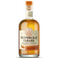 Настойка горькая Петровская Гавань медовая с перцем 0,5л 40%
